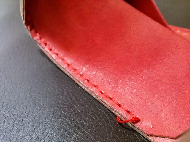 縫い穴が目立つ