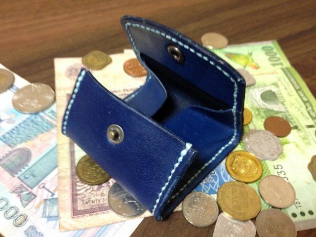 レザークラフトで作ったボックス型小銭入れ