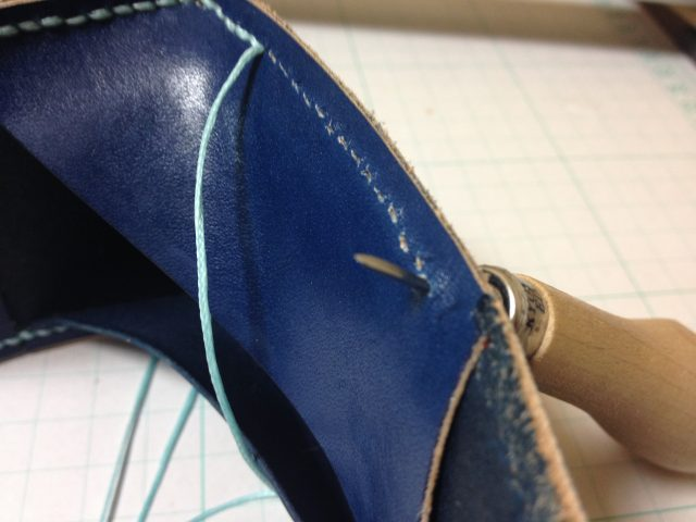菱ギリで穴を開けながら縫う