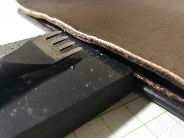 コインケース周りの縫い付け