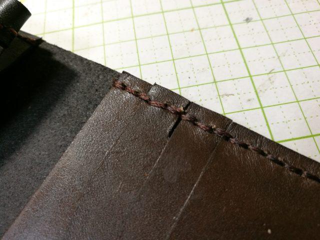 革財布の段のところ