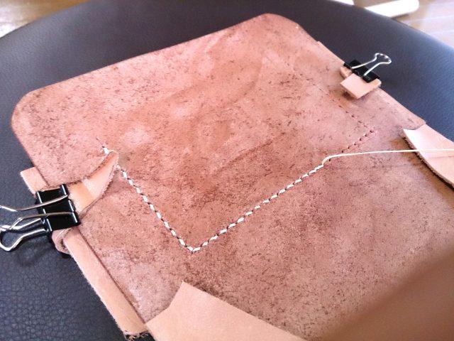 コインケースの縫製