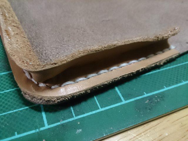 革を縫い付ける